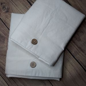 NWOT Pillow case set white with wooden buttons